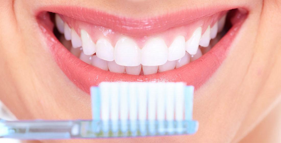 Reguli de care sa tii cont cand te speli pe dinti